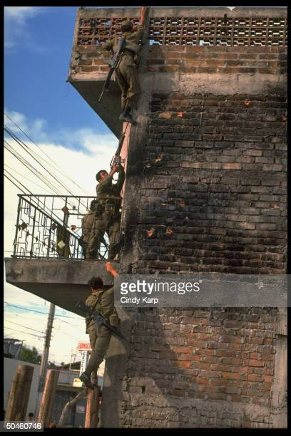 Govt troops moving into neighborhood held by leftist FMLN guerrillas in first days of major rebel offensive