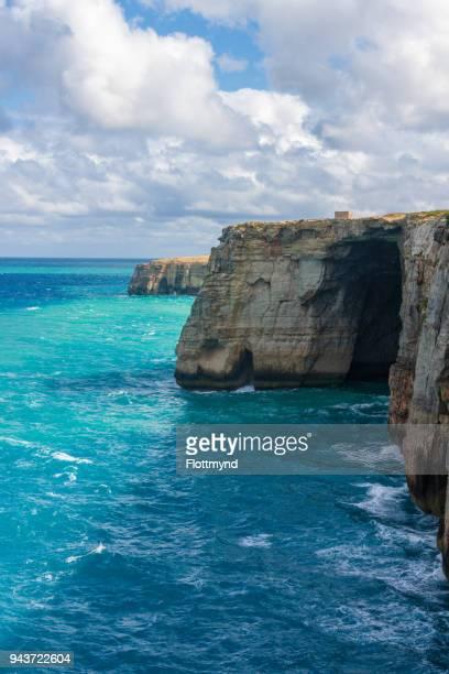 gozo's stunning coastline - ammirazione foto e immagini stock