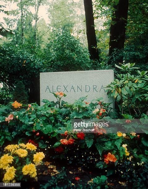 Grab Alexandra Nefedov Sängerin München Friedhof Promis Prominenter Prominente