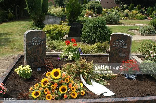 Grab mit Grabstein von Rudi Carrell und ExEhefrau Anke Kesselaar 'Friedhof Heiligenfelde' Deutschland