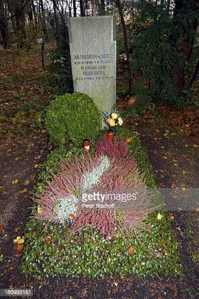 Grab von Heidi Brühl, Schauspielerin, verstorben am , Waldfriedhof, München, Grabstein, Grabschmuck, Totensonntag ;