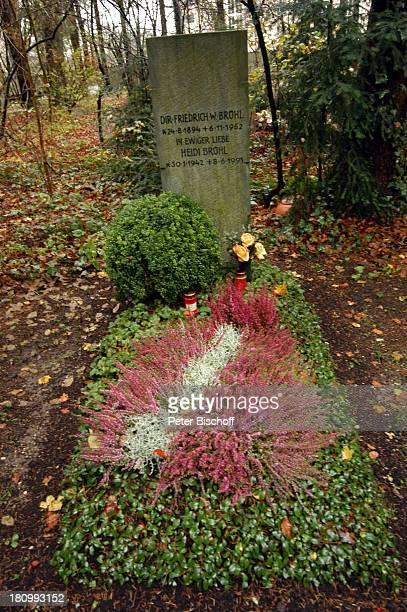Grab von Heidi Brühl, Schauspielerin, verstorben am , Waldfriedhof, München, Grabstein, Grabschmuck, Blumen, Totensonntag;