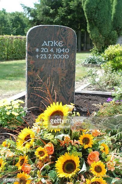 Grab von Rudi Carrelund ExEhefrau Anke Kesselaar mit Grabstein von Anke Kesselaar 'Friedhof Heiligenfelde' Deutschland