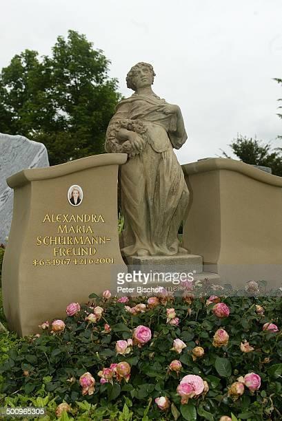 Grabstelle von Alexandra Maria SchürmannFreund Friedhof Aufkirchen/bei Starnberg Grabstein Statue Familiengrab der Familie Schürmann Blumen Grab...