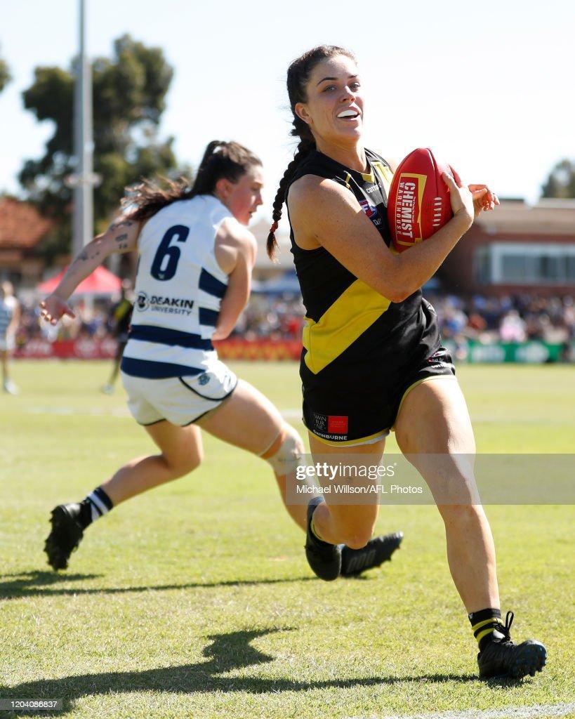 AFLW Rd 4 - Richmond v Geelong : ニュース写真