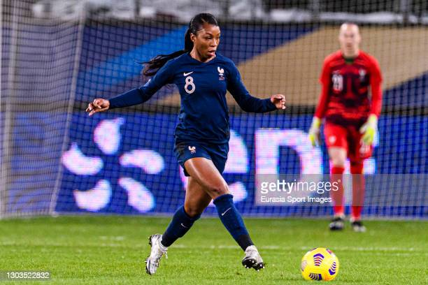 Grace Geyoro of France passes the ball during the friendly match between France and Switzerland at Saint-Symphorien Stadium on February 20, 2021 in...