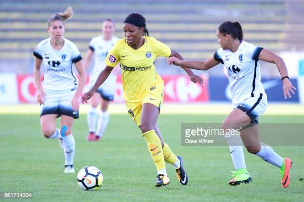 Grace Geyoro of PSG and Estelle Cascarino of Paris FC during the women's Division 1 match between Paris FC and Paris Saint Germain on October 15 2017...