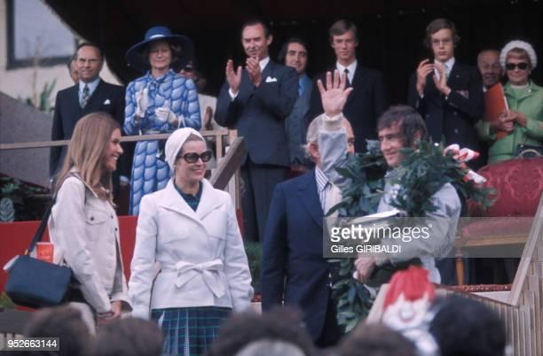 Grace Kelly et le Prince Rainier félicitent Jackie Stewart pour sa vistoire au Grand Prix de Monaco en 1973