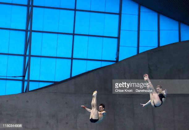 Grace Reid and Tom Daley of Great Britain compete in the Mixed 3m Springboard Final during Day Three of the FINA/CNSG Diving World Series at the...
