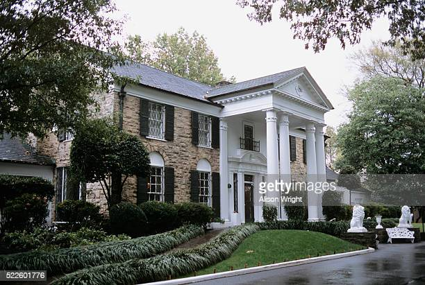 graceland mansion - graceland stock pictures, royalty-free photos & images