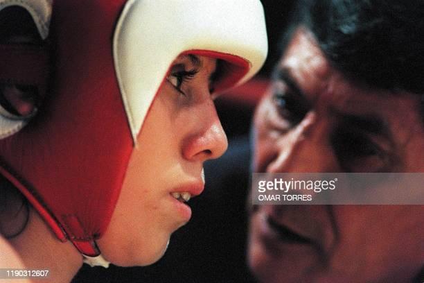 Graciela Ledezma is seen getting instructions from her coach Javier Espinosa 30 August 2001 in Mexico City MEXICANAS ENTRE EL FRAGOR DEL BOXEO Y LA...