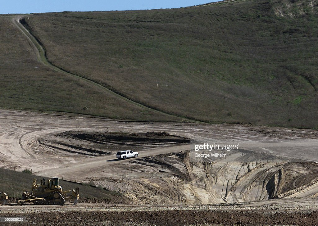1/10/2002 – Grading project in Simi Valley at the north end of Erringer Rd. which is named Big Sky R : News Photo