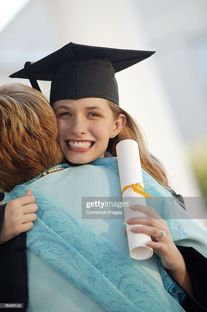 Graduate with mother : Stockfoto