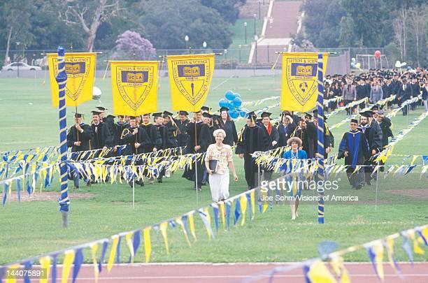 graduation banner ストックフォトと画像 getty images