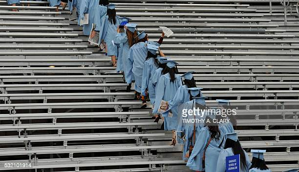 Graduating students arrive for the Columbia University 2016 Commencement ceremony in New York May 18, 2016. / AFP / TIMOTHY A. CLARY