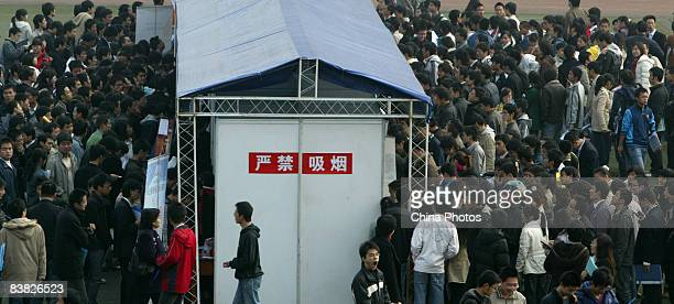 Graduating university students line up to apply for job positions at a job fair on November 26 2008 in Chengdu of Sichcuan Province China The number...