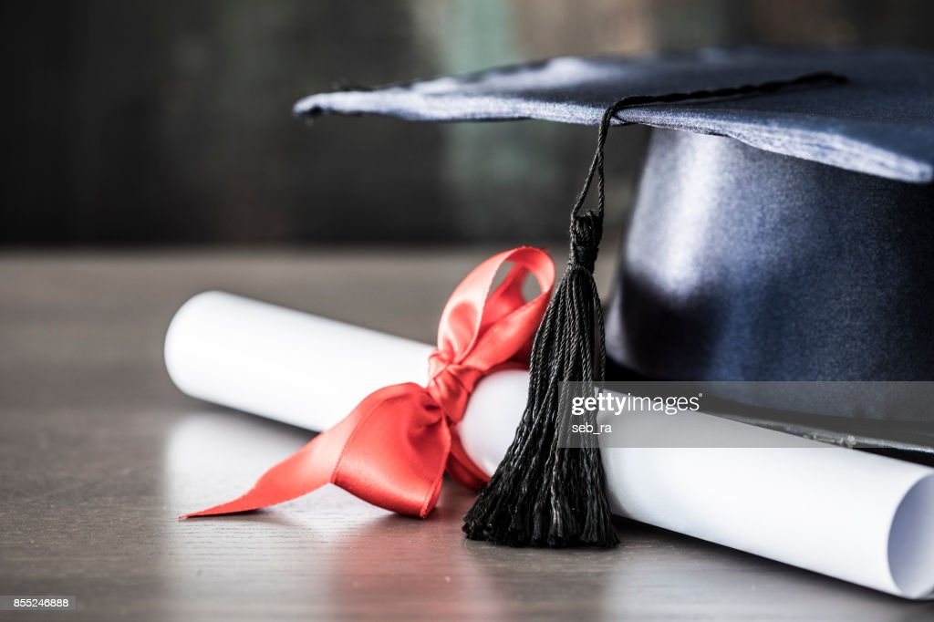 Graduation hat and diploma on table : Foto de stock