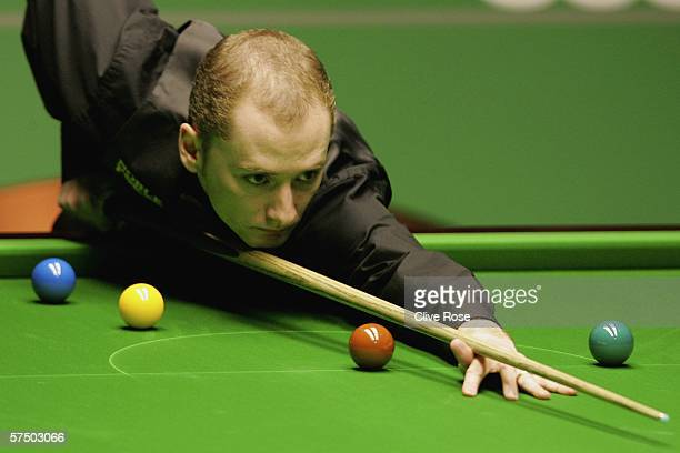 Graeme Dott in action during the Final match against Peter Ebdon during the 888com World Championship at the Crucible Theatre on May 1 2006 in...