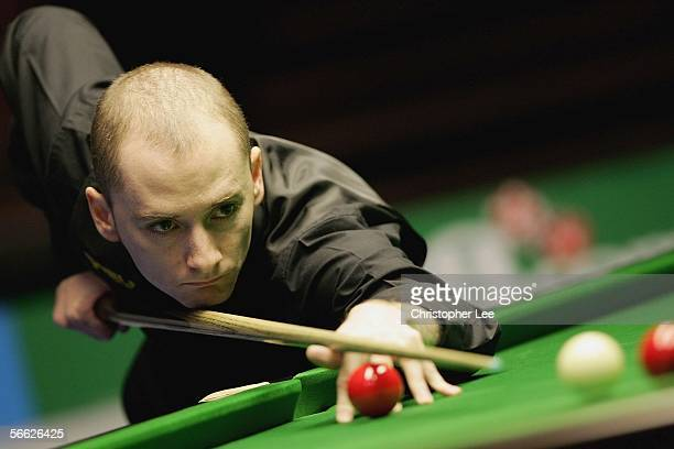 Graeme Dott of Scotland in action during his quarter final match with Stephen Lee of England during The Masters 2006 at Wembley Conference Centre on...