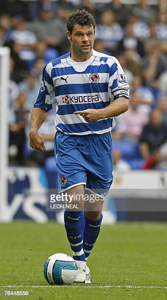 Graeme Murty of Reading passes the ball during the Premiership football match against West Ham at Madejski Stadium in Reading 1 September 2007 AFP...