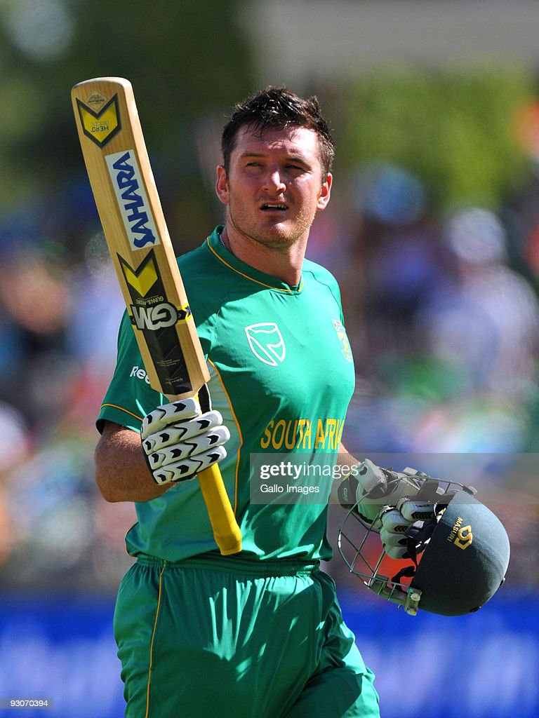 Graeme Smith captain of South Africa acknowledges the crowd as he leaves the field following his dismissal during the 2nd Twenty20 international match between South Africa and England at SuperSport Park Stadium on November 15, 2009 in Centurion, South Africa.