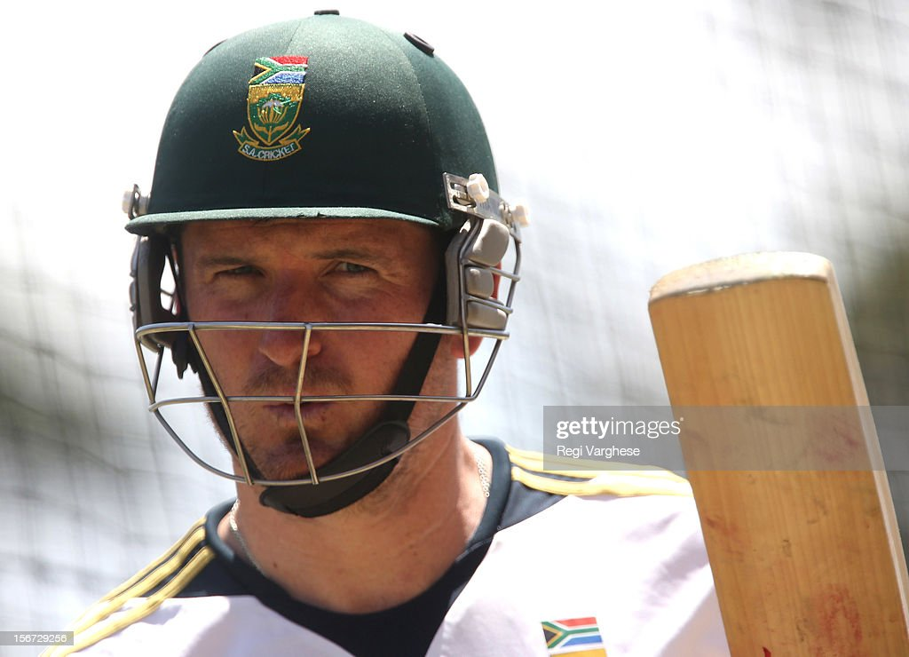 Graeme Smith gestures while batting during a South African Proteas training session at Adelaide Oval on November 20, 2012 in Adelaide, Australia.