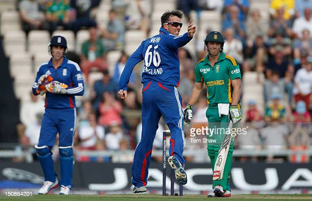 Graeme Swann of England appeals for the wicket of AB DeVilliers of South Africa during the 2nd NatWest Series ODI between England and South Africa at...