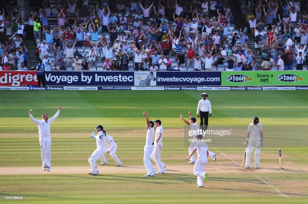 Graeme Swann (L) of England celebrates taking the final wicket of James Pattinson of Australia with team mates during day four of the 2nd Investec Ashes Test match between England and Australia at Lord's Cricket Ground on July 21, 2013 in London, England.