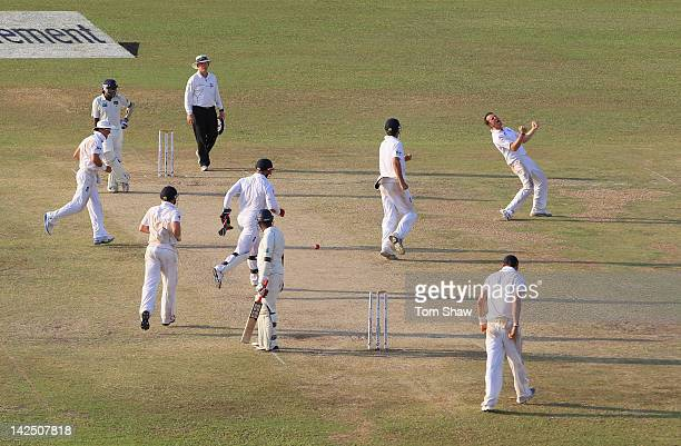 Graeme Swann of England celebrates taking the wicket of Thilan Samaraweera of Sri Lanka during day 4 of the 2nd test match between Sri Lanka and...
