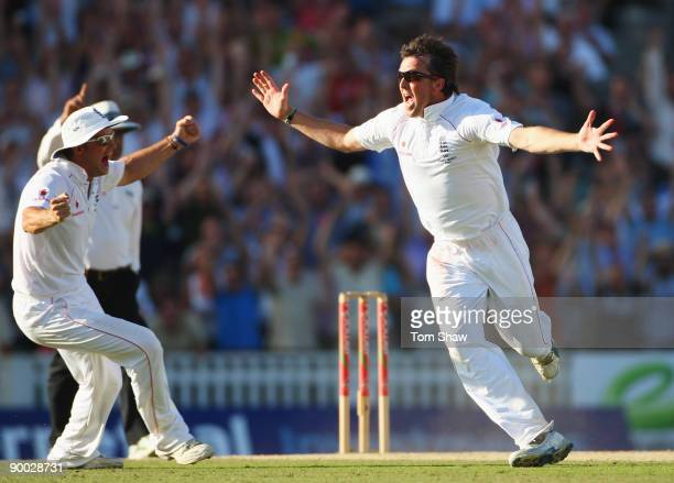 Graeme Swann of England celebrates the wicket of Michael Hussey of Australia and victory with captain Andrew Strauss during day four of the npower...