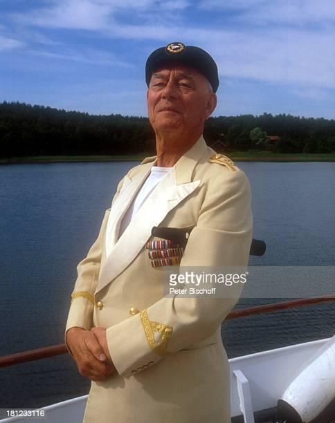 Graf Lennart Bernadotte Urlaub an Bord seiner Motoryacht S t e l l a N o v a in der Nähe von S c h l o ß G r i p s h o l m /Schweden Ostsee in den...