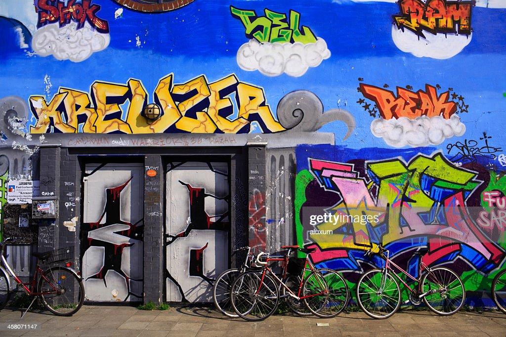 グラフィティクローツブルクのドイツのベルリンに : ストックフォト