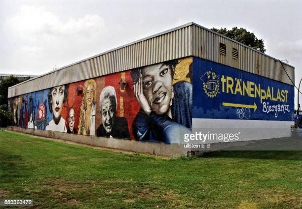 Graffiti Esher an der Aussenwand des Tränenpalastes Oktober 1998