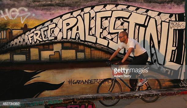 Graffiti is seen on a section of the former Berlin Wall reading 'Free Palestine' on July 26 2014 in Berlin Germany Reportedly the total Palestinian...
