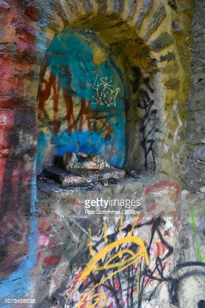graffiti nook - nook architecture stock pictures, royalty-free photos & images