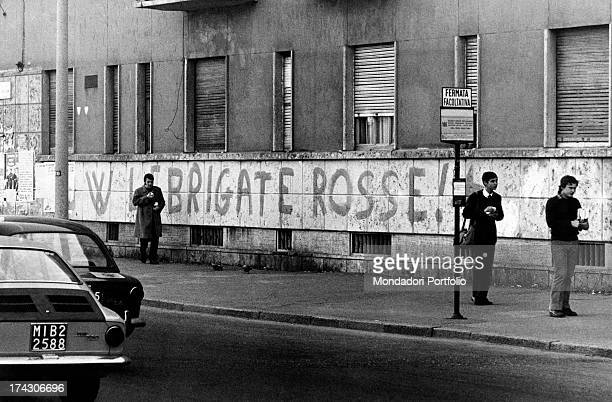 Graffiti on a wall in the Giambellino area exalting the left-wing terrorist group Red Brigades. Milan, 1977.
