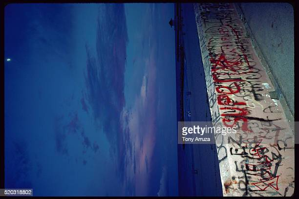 graffiti on wall in florida - haulover beach stock pictures, royalty-free photos & images