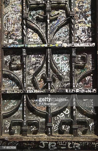 graffiti, verona, veneto, italy - casa stock-fotos und bilder