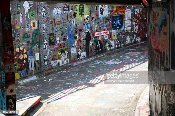 graffiti wall, cans festival, london - waterloo railway station london stock pictures, royalty-free photos & images