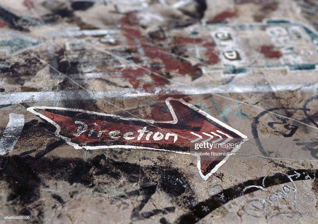 Graffiti with direction written inside arrow, close-up : Stockfoto