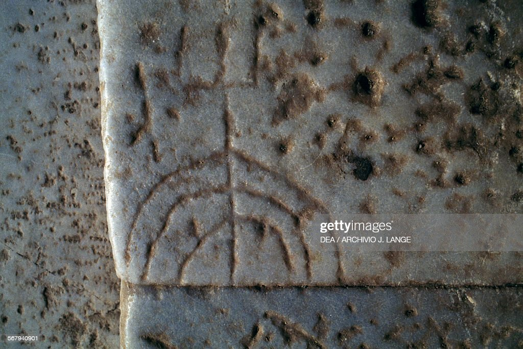 Graffito of a menorah on step of Celsus Library : Nachrichtenfoto