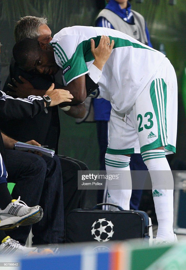 Grafite of Wolfsburg hugs his head coach Armin Veh after being substituted during the UEFA Champions League Group B match between VfL Wolfsburg and CSKA Moscow at Volkswagen Arena on September 15, 2009 in Wolfsburg, Germany.
