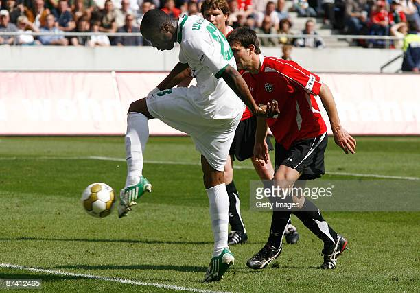 Grafite of Wolfsburg scores his first goal for lead 02 during the Bundesliga match between Hannover 96 and VfL Wolfsburg at the AWD Arena on May 16...