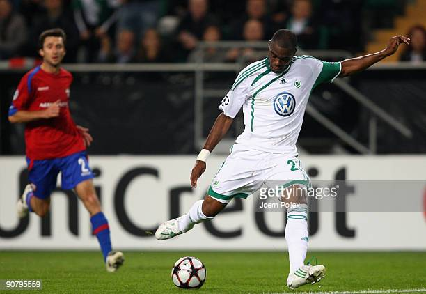 Grafite of Wolfsburg scores his team's first goal during the UEFA Champions League Group B match between VfL Wolfsburg and CSKA Moscow at Volkswagen...