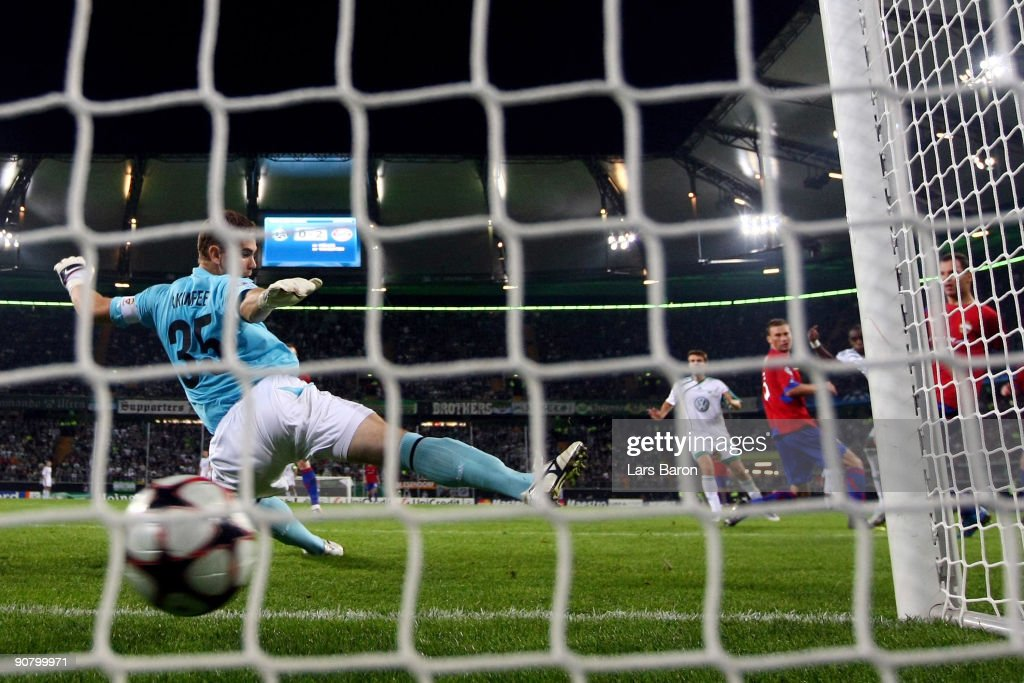 Grafite of Wolfsburg scores his third goal past goalkeeper Igor Akinfeev of Moscow during the UEFA Champions League Group B match between VfL Wolfsburg and CSKA Moscow at the Volkswagen Arena on September 15, 2009 in Wolfsburg, Germany.