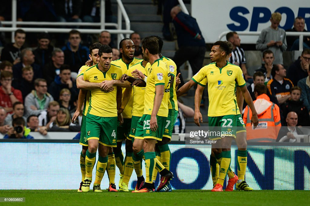 Graham Dorrans of Norwich City (4) celebrates with teammates after scoring the equalising goal from the penalty spot during the Sky Bet Championship match between Newcastle United and Norwich City at St.James' Park on September 28, 2016 in Newcastle upon Tyne, England.