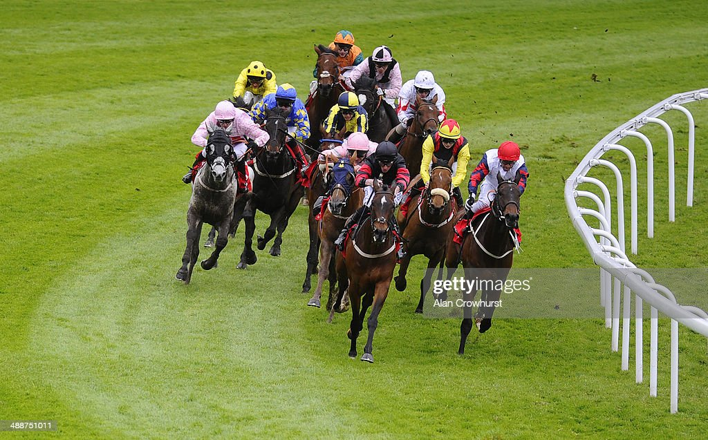Graham gibbons riding Tres Coronas (L, blue) win The IG Handicap Stakes at Chester racecourse on May 08, 2014 in Chester, England.