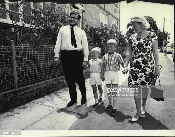 Graham Hannaford amp wife Janet with kids Ian Gregory 7 December 18 1967