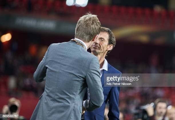 Graham Potter head coach of Ostersunds FK and José Ángel Ziganda head coach of Athletic Bilbao ahead of the UEFA Europa League group J match between...