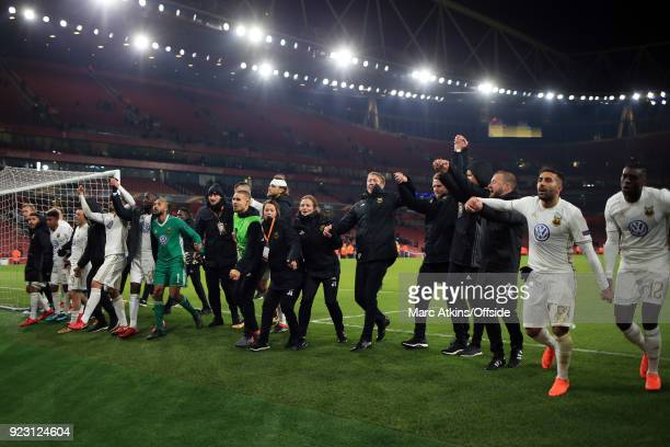 Graham Potter manager of Ostersunds FK among his players and coaching staff during the UEFA Europa League Round of 32 match between Arsenal and...